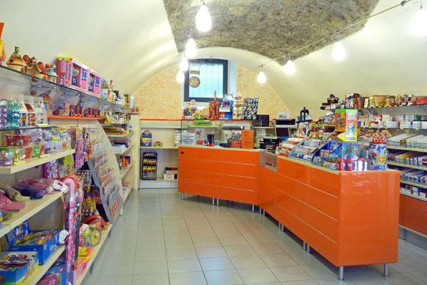 Einrichtung Tabakgeschäft Brescia, Val Camonica - Italien ...