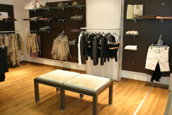 Idee Arredamento Negozio Abbigliamento Bambini ~ dragtime for